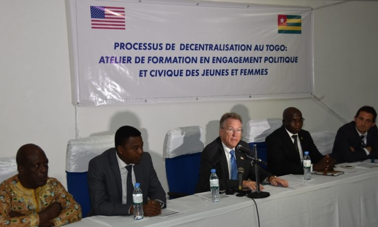 Ambassadeur David Gilmour pendant son allocution d'ouverture