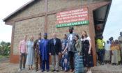 Photo de famille avec l'ambassadeur américain David Gilmour, Olowo-n'djo Tchala, fondateur et PDG d'Alaffia et la délégation de Whole Foods Market.